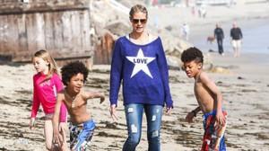 Heidi Klum al mare con i figli